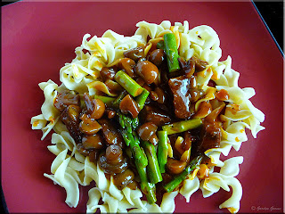 egg noodles with beef, asparagus and mushrooms
