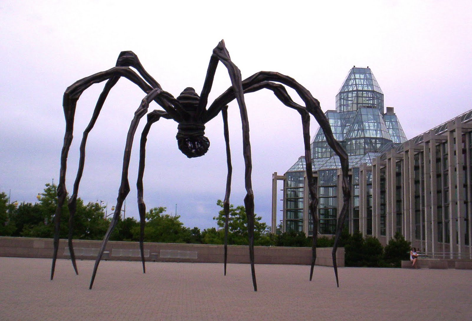 maman louise bourgeois Like a creature escaped from a dream, or a larger-than-life embodiment of a secret childhood fear, the giant spider maman (1999) casts a powerful physical and psychological shadow over 30 feet high, the mammoth sculpture is one of the most ambitious undertakings in the long career of louse bourgeois.