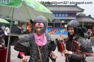 Gambar Heliza AF5 Bersama Peminat Di Beijing.