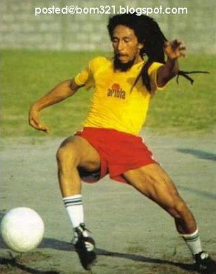 Gambar Bob Marley Main Bola !