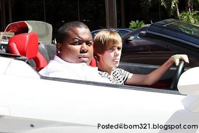 Justin Bieber Dengan Kereta Barunya Lamborghini Gallardo !