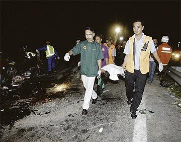 Gambar Kemalangan Di Kilometer 223 Berhampiran Plaza Tol Simpang Ampat - 11/10/2010