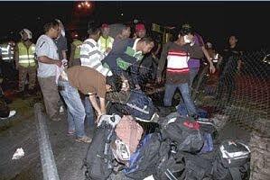 (Gambar) Bas Rombongan Terbabas: Tujuh Maut, 39 Cedera