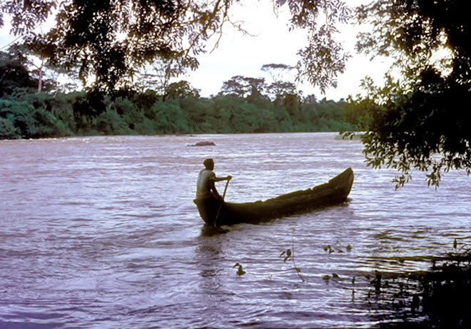 dugout canoe on the River Moa near Vaama (Nonogwa)
