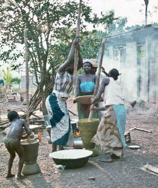 preparing supper - Dama Rd - Kenema
