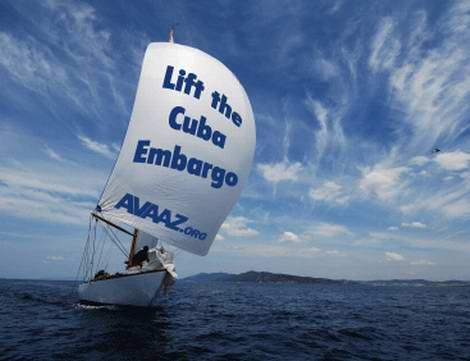 Barco do Avaaz pelo fim do embargo a Cuba