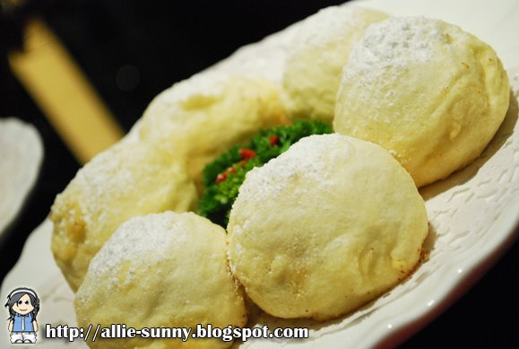 Souffle Egg White Ball with Red Bean Paste 2