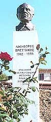 Ο Ανδριάντας του μεγάλου μας ποιητή Νικηφόρου Βρεττάκου στο Δίστομο