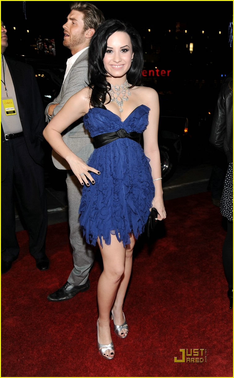 Ella Sykes Demi-lovato-2010-pca-awards-02
