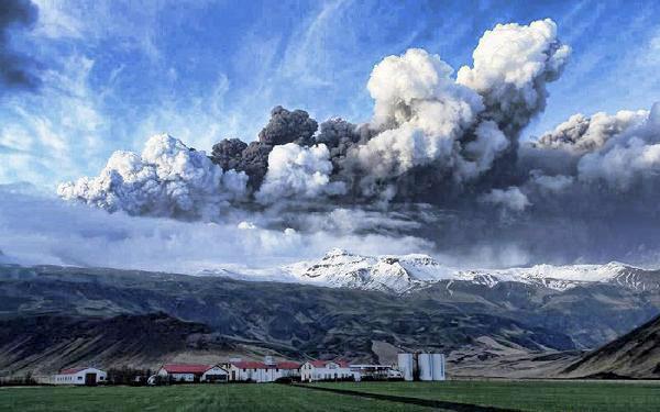 iceland volcano lightning wallpaper. Crazy Icelandic volcano!