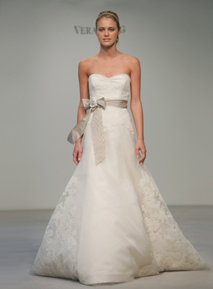 The lacy skirt and the simple bodice make this dress beautifully elegant