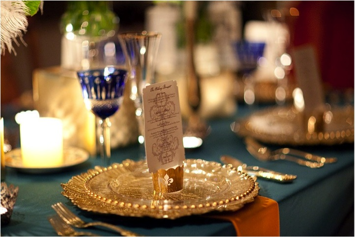 new-york-city-wedding-tablescape-gold-plate-charger