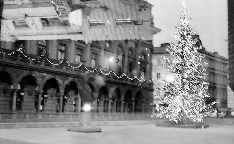 Picture of Christmas tree in the back of Prague National Theatre