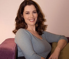 NIGELLA LAWSON, SEX-GODDESS OF THE KITCHEN