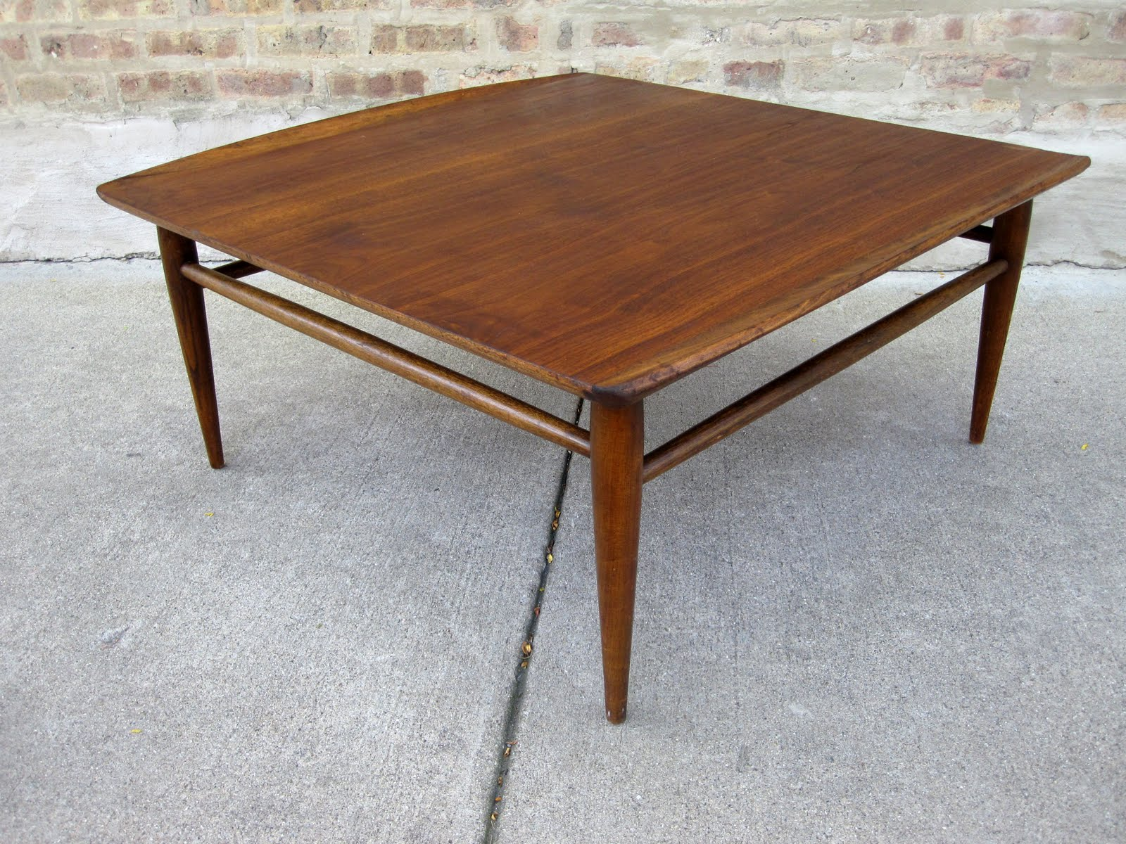 U0027bassettu0027 Walnut Coffee Table