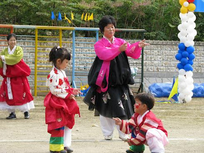 Korean Fashion Clothes Free Download on Eventually The Kids Dawned Traditional Korean Clothing And Did A Story