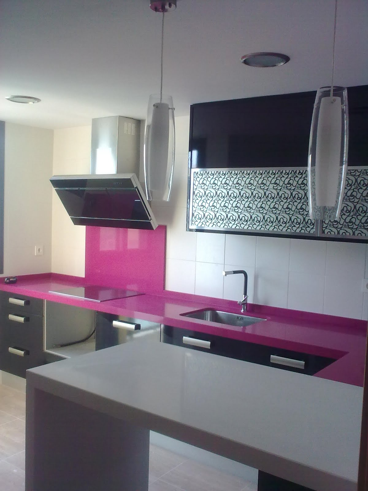 Mesa cocina extensible con caj n y encimera silestone for Mesa encimera cocina