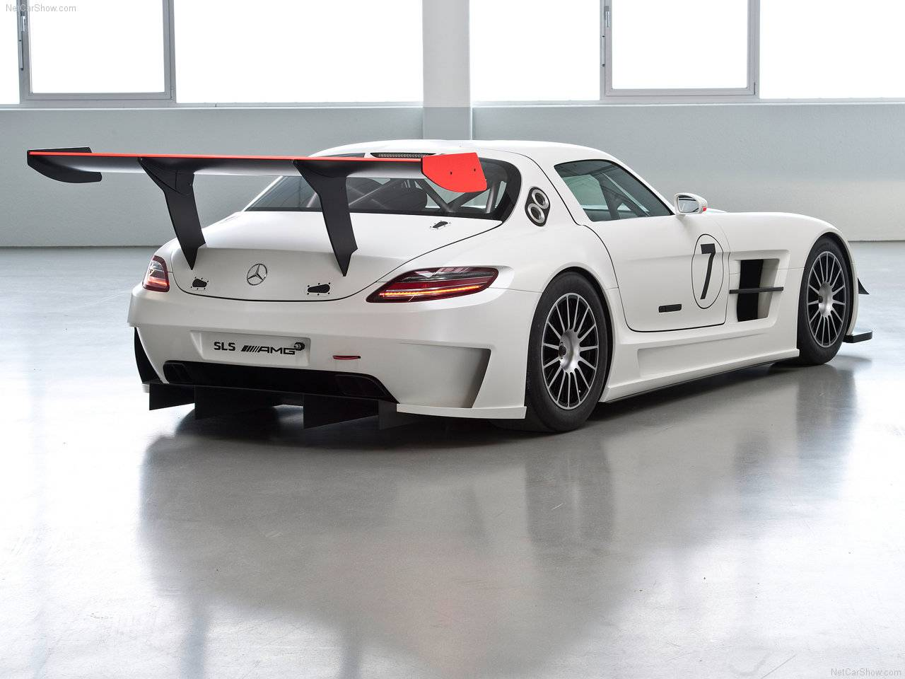 http://4.bp.blogspot.com/_lsyt_wQ2awY/TDLa_1bMsZI/AAAAAAAB6hI/8nUnZnAtEJQ/s1600/Mercedes-Benz-SLS_AMG_GT3_2011_1280x960_wallpaper_04.jpg