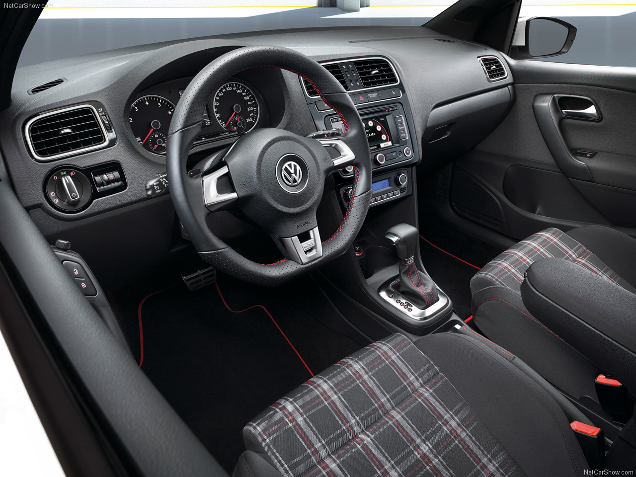 http://4.bp.blogspot.com/_lsyt_wQ2awY/TDZA78GgzVI/AAAAAAAB8L4/ahSYreQhAY4/s1600/Volkswagen-Polo_GTI_2011_1280x960_wallpaper_03.jpg