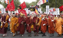 10,000 STRONG PEACE WALK IN LONDON LED BY BURMESE,ENGLISH,SRI LANKAN, AND JAPANESE BUDDHIST MONKS