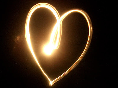 http://4.bp.blogspot.com/_lu4ZaKJUMEQ/SYLRSy-AeQI/AAAAAAAAAzA/0pfUlsGO4Cs/s400/heart2.jpg