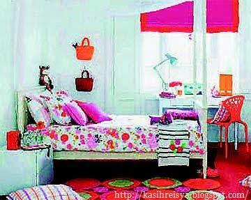 Set hiasan skema warna bagi bilik tidur anak perempuan.