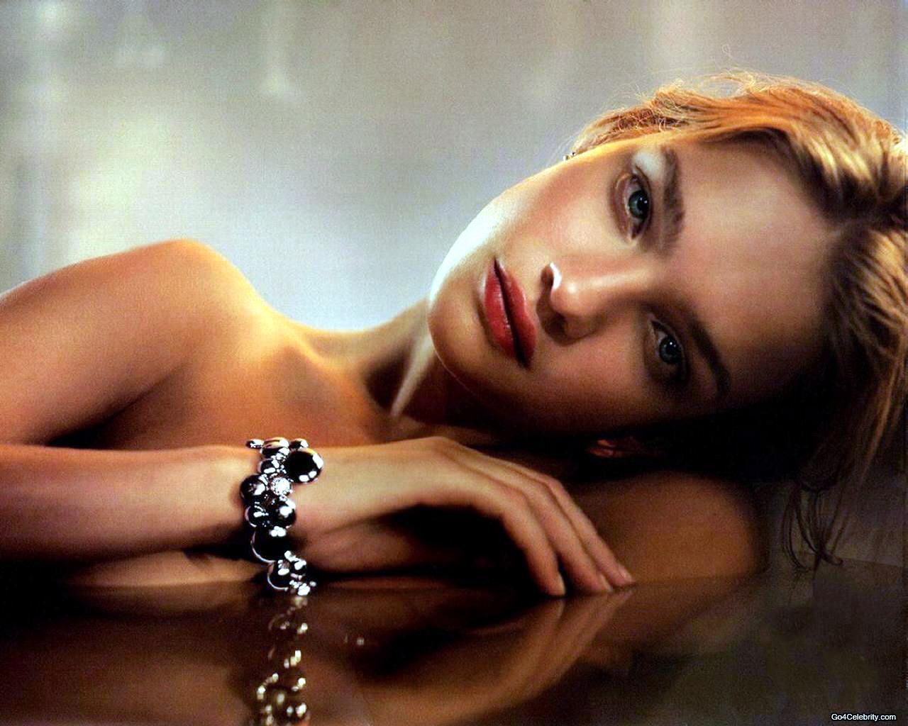http://4.bp.blogspot.com/_lwhlJGfeAO0/Sw-Y2-WTzRI/AAAAAAAAAOA/81B3Amw-qa8/s1600/natalia-vodianova-hot-wallpaper-05.jpg