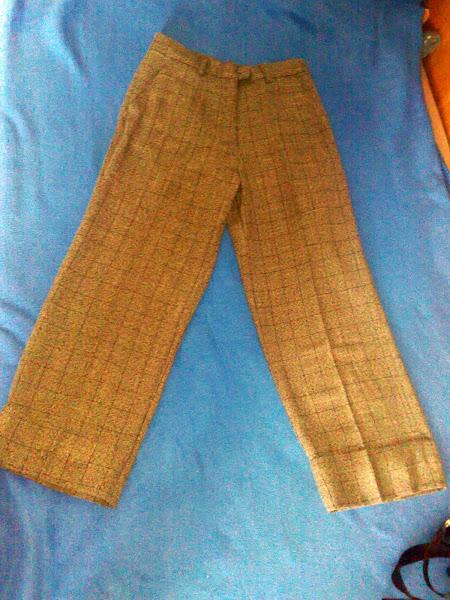 Pantalon 3/4, dungi maron ( a doua pereche cu dungi negre), marime  L. PRET 10 RON