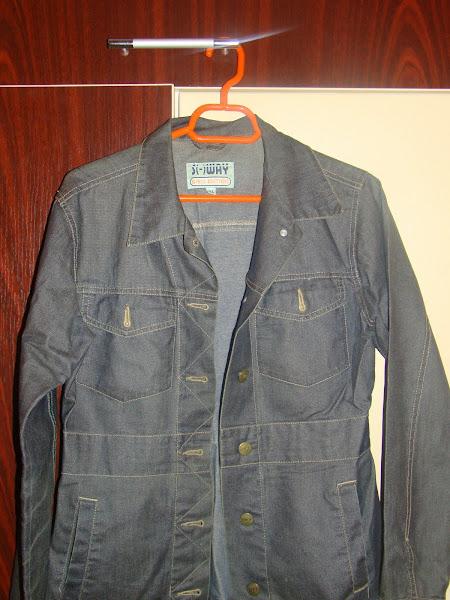 Geaca jeans,impermeabila, model usor cambrat, marimea 38. PRET 10 RON