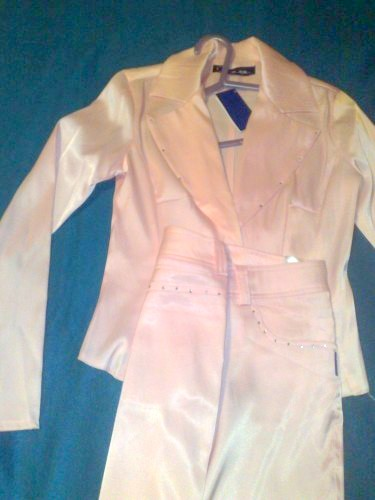 Costum satin , culoare roz, cu strasuri pe rever, in fata si spate la pantalon-NOU-40 ron-VANUTD
