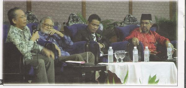 Ketika mengendalikan Forum Intelek Mahasiswa di Dewan Semarak Akedemik Pengajian Melayu sesi 07/08