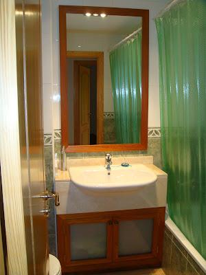 Instalar un mueble para lavabo en el cuarto de bano - Aki espejos bano ...