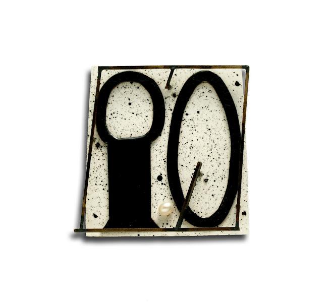 nº 1152 brooch 2007. silver, nickel silver, plastic, enamel, pearl, acrylic painting.
