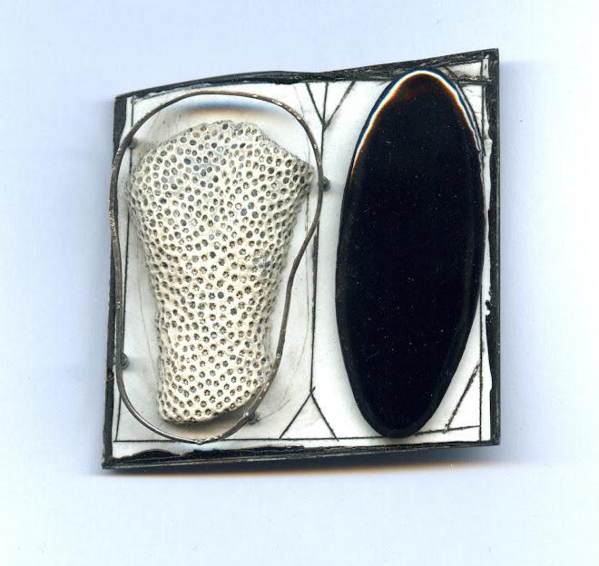 nº 1204 Ramon Puig Cuyàs: brooch, 2007. silver, nickel silver, plastic, enamel, acrylic painting.
