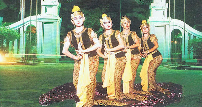 Tari Serimpi Yogyakarta Tari Serimpi Yogyakarta