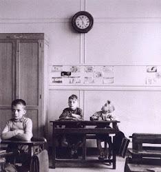 Esta foto es de Robert Doisneau(1.956)