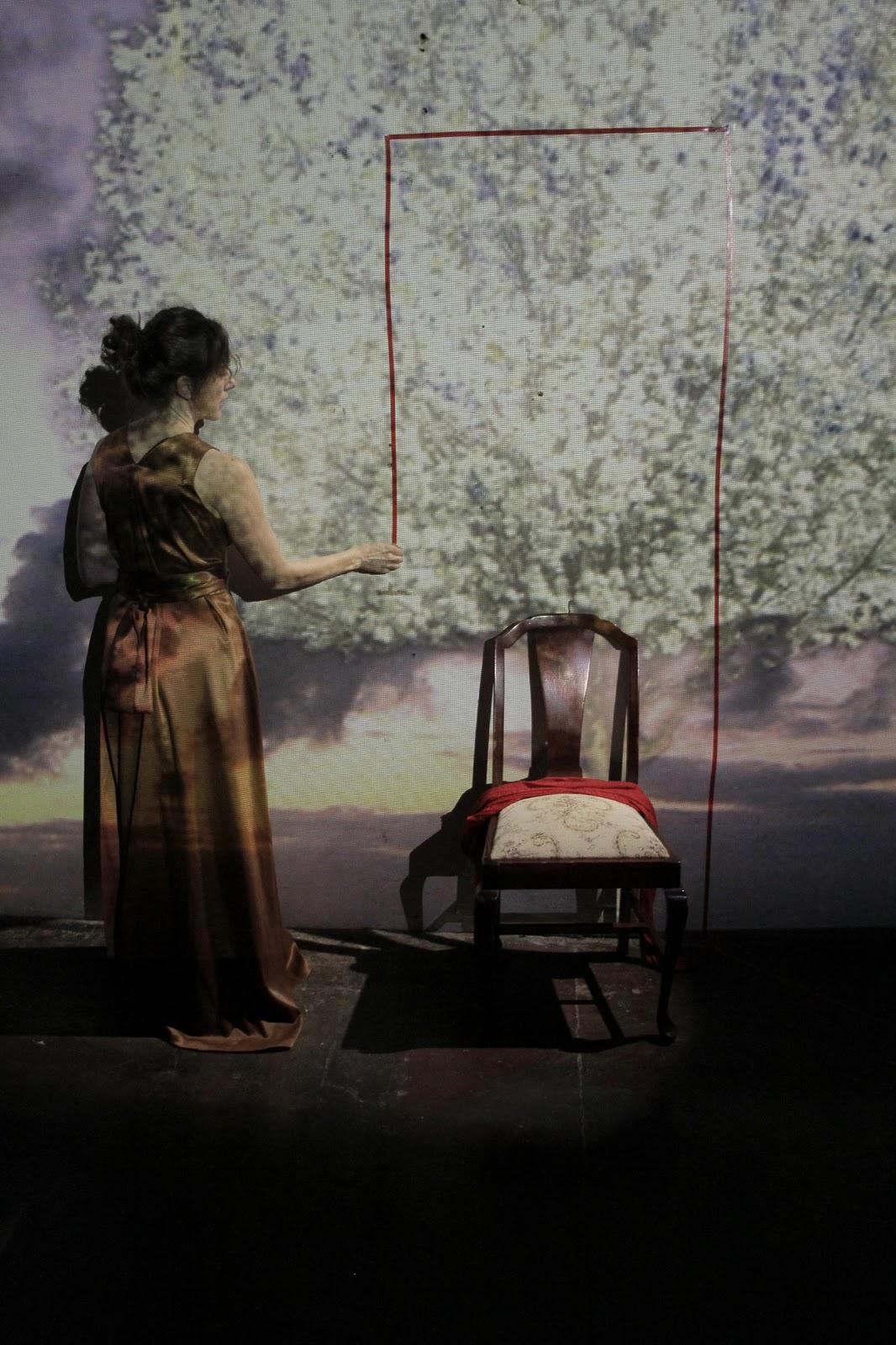 http://4.bp.blogspot.com/_m3zCk3SpXaY/TLEQXT9FBnI/AAAAAAAAAMU/ooxqPM4f6FU/s1600/no+door+rehearsal2.jpg