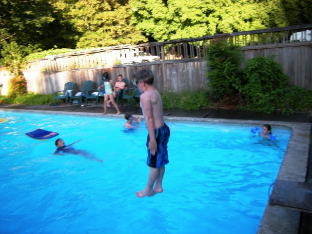 [Pool+party]