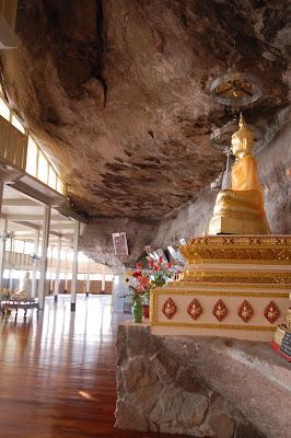 Ajaan Fan sakon nakhon buddhism isaan thailand, wat pa udom somporn wat tham kham