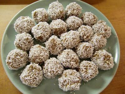 chokladbollar med grädde