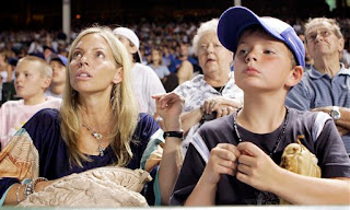 Glavine's wife and son look on