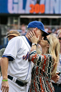 Glavine gets a kiss from his wife Christine