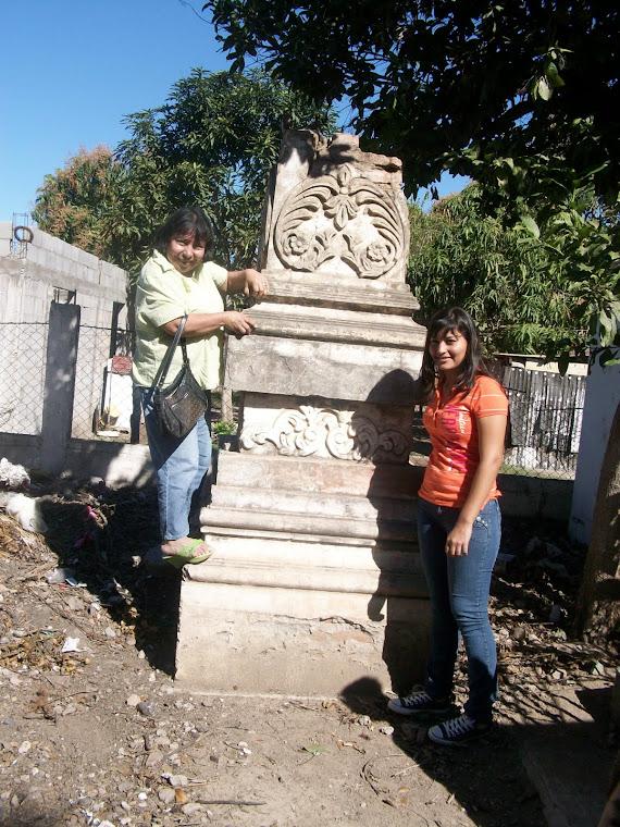 Visitando las tumbas de los cofrados de Navito, Sindicatura de Eldorado