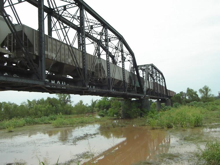 Otra vista del puente negro