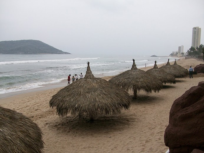 Palapas a orilla de playas
