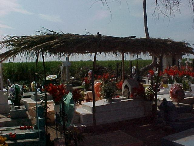 Tumba con reminiscencias indígenas