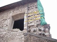 La parrocchia: finestra della parte absidale.