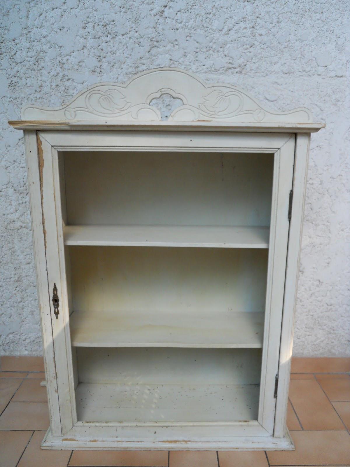 pass pr sent recompos une armoirette ancienne patin e. Black Bedroom Furniture Sets. Home Design Ideas