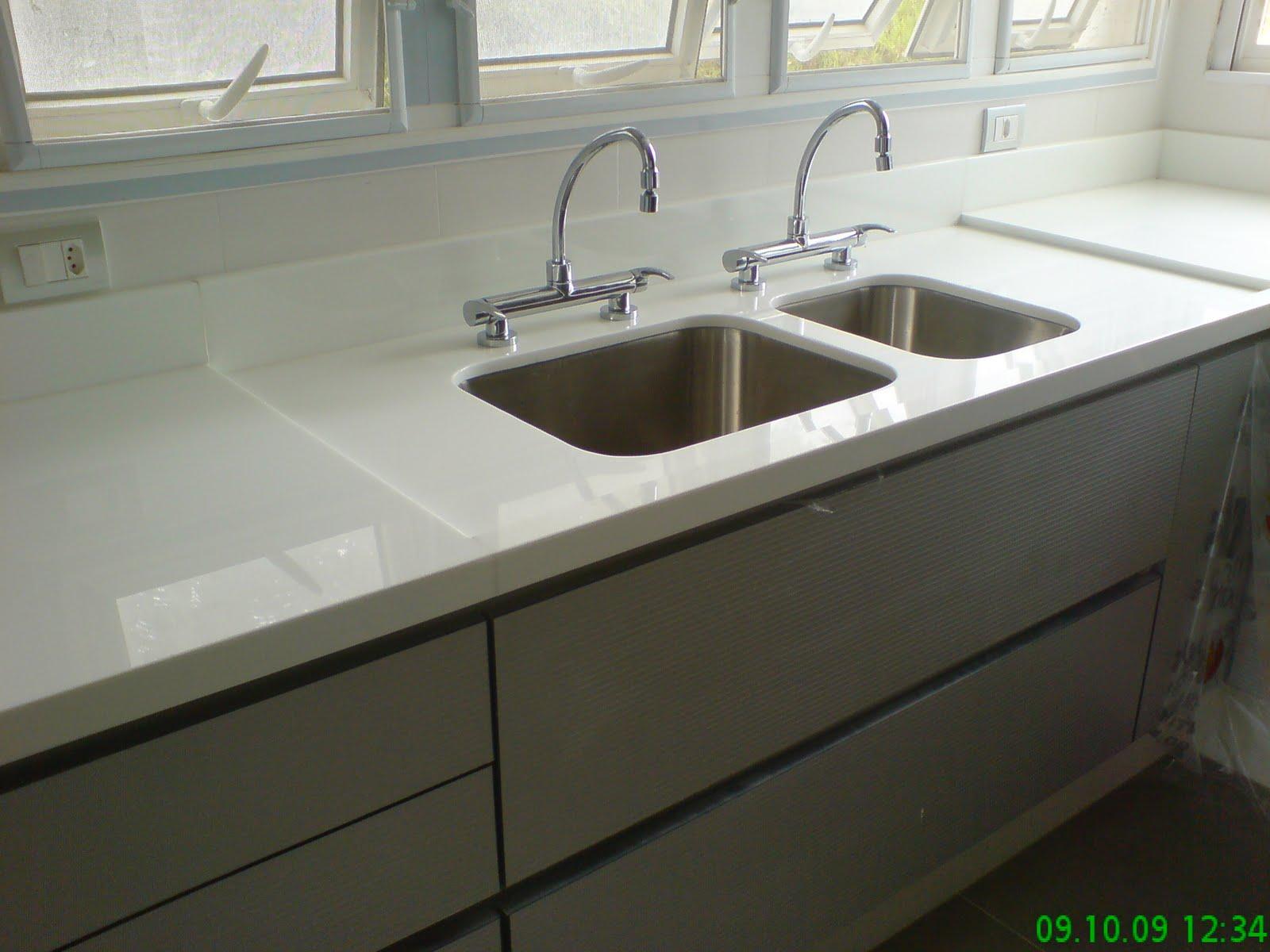 Bancada de Cozinha em Nanoglass (Marmoglass) Cuba Dupla e parte seca #2A672A 1600 1200
