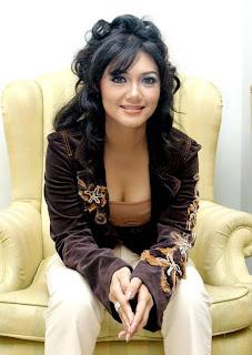 Bella Saphira telanjang